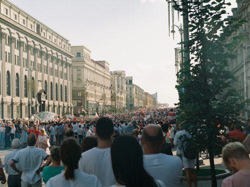 Bielorussia: La marea bianca-rossa continua ad inondare le città